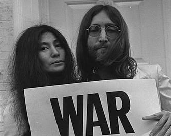 Yoko Ono and John Lennon endorse war